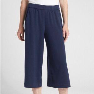 Gap Wide-Leg Crop Pants in true indigo